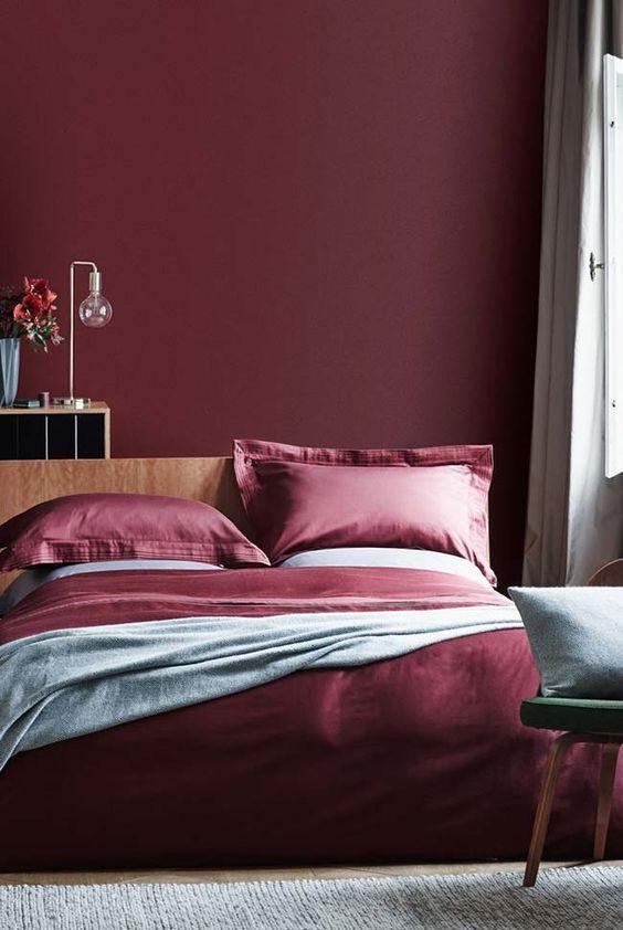Cores para quarto quente: vermelho.