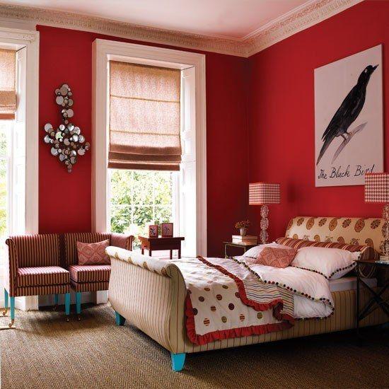 O vermelho é uma das cores para quarto que pode ser usada em todas as paredes.