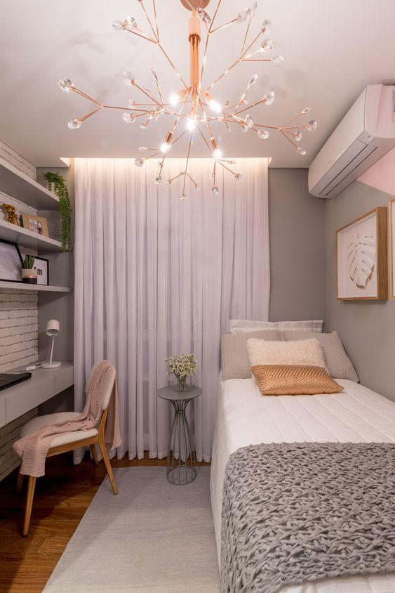 Cores para quarto com detalhes coloridos: cinza.