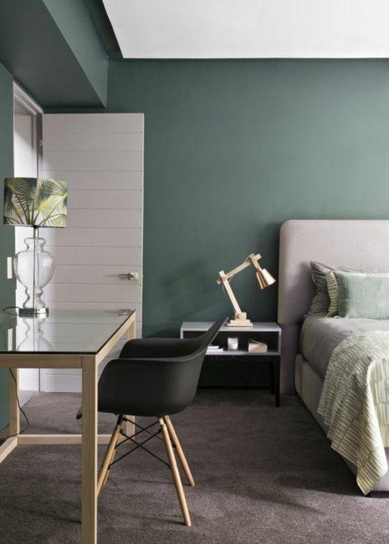 Cores de quarto que combinam a parede com a cadeira.