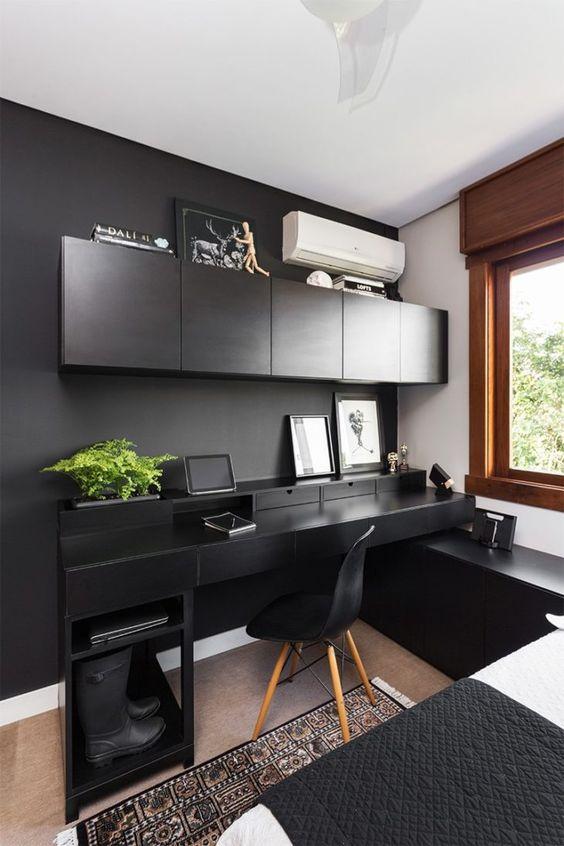 Cores para quarto com parede e móveis pretos.