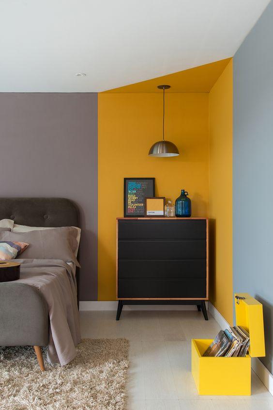 Cores para quarto de casal: cinza e amarelo.