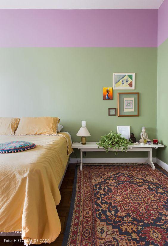 Cores para quarto de casal: roxo e verde.