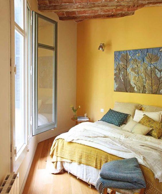 Cores para quarto de casal: amarelo, branco e azul.