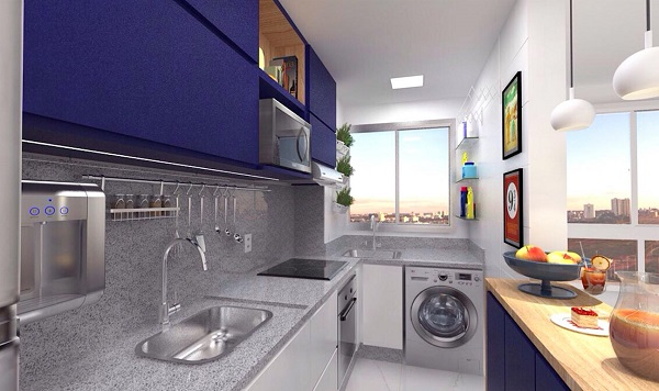 Decoração moderna com armário azul e bancada de madeira.
