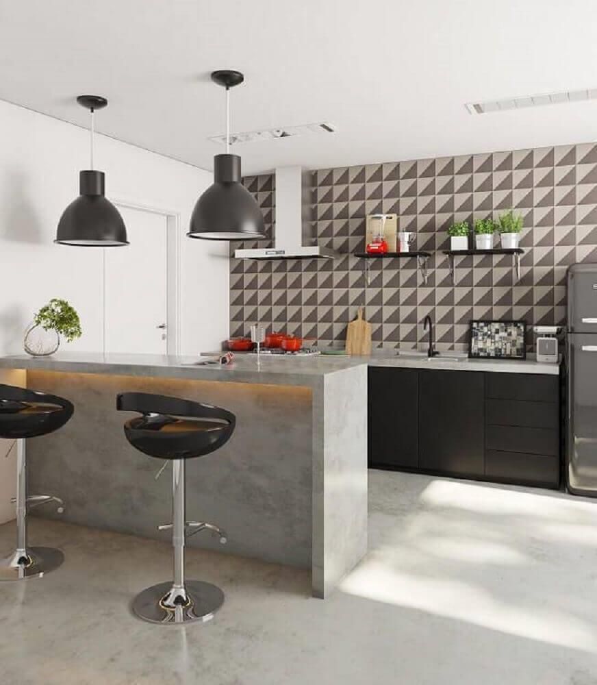 Decoração moderna com armário preto, bancada iluminada com fita de led e pendentes suspensos.