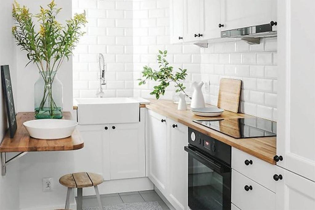 Cozinha pequena com decoração escandinava.