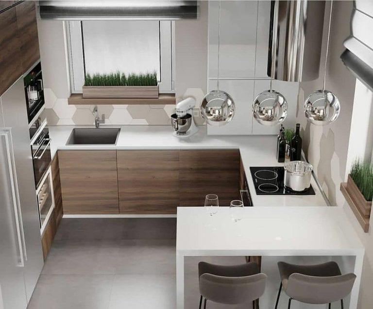 Cozinha pequena moderna com cooktop e pendente suspenso em inox.
