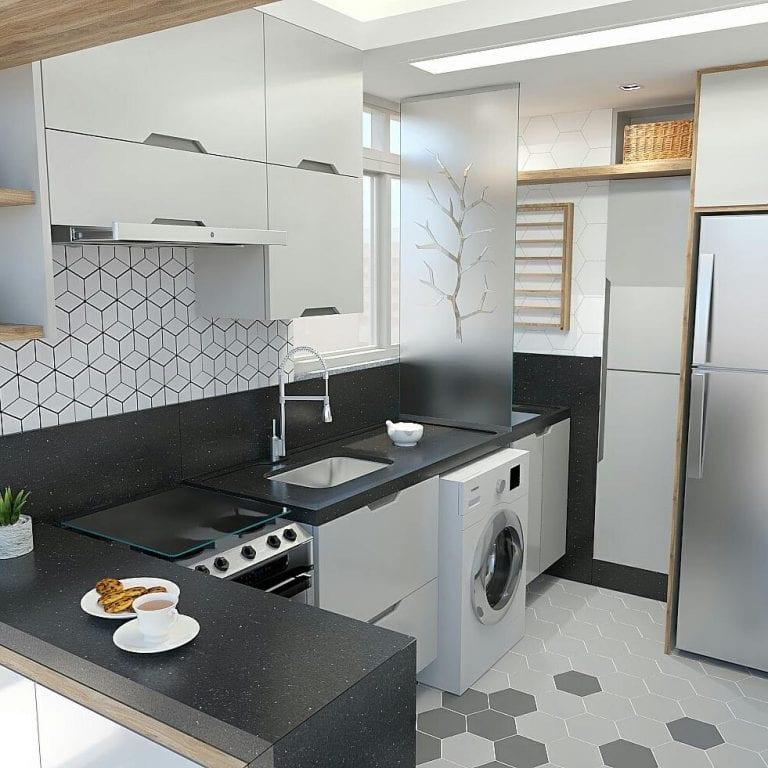 Cozinha pequena simples com armário branca e no azulejo com estampa geomética.