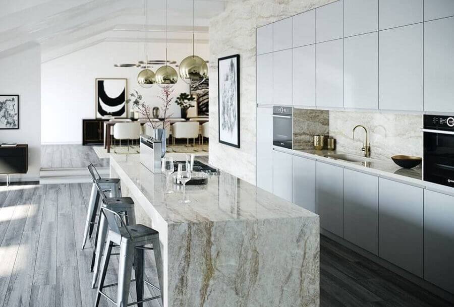 Cozinha planejada com ilha  de mármore.