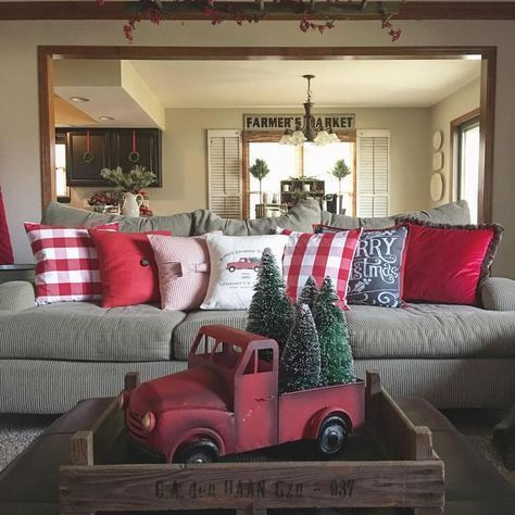 Decoração de natal para sala simples com almofadas temáticas.