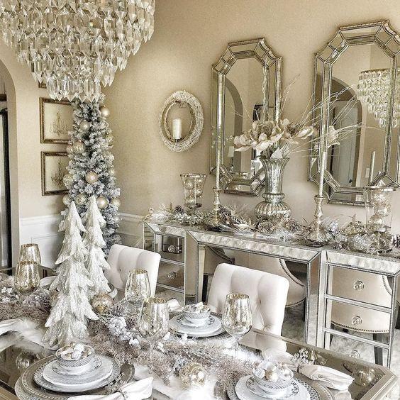 Decoração de natal para sala de jantar de luxo branca e prateada.