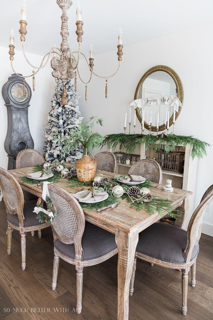 Decoração de natal para sala de jantar com vegetação natural.
