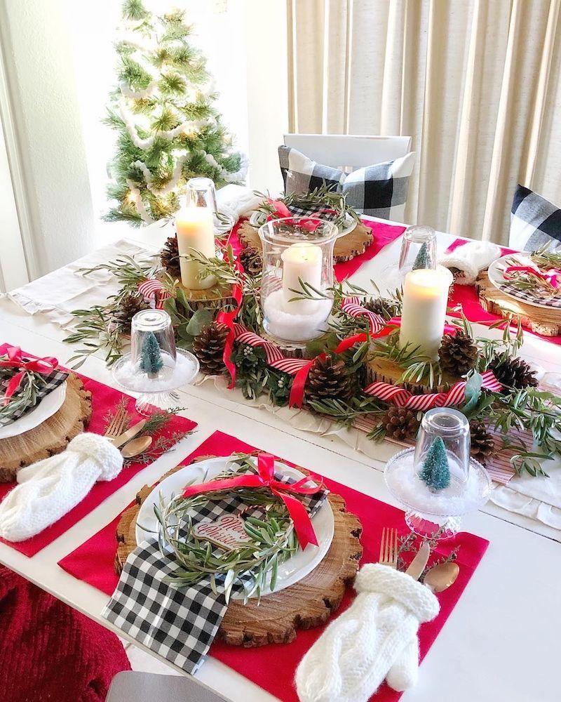 Decoração de natal para sala de jantar com arranjo de centro.