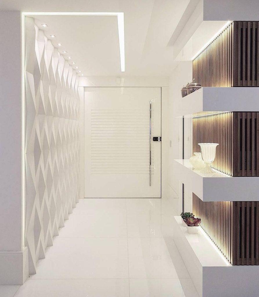 hall de entrada com iluminação e painel em 3D