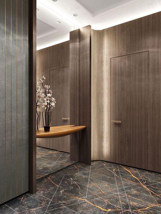 hall de entrada com iluminação lateral e espelho