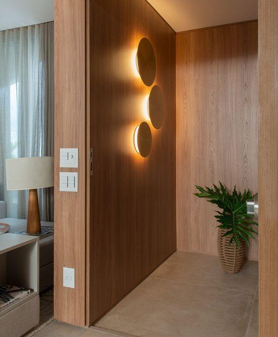 painel de madeira iluminado
