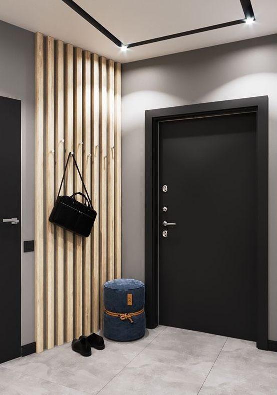 Hall de entrada com painel de madeira simples e portas pretas