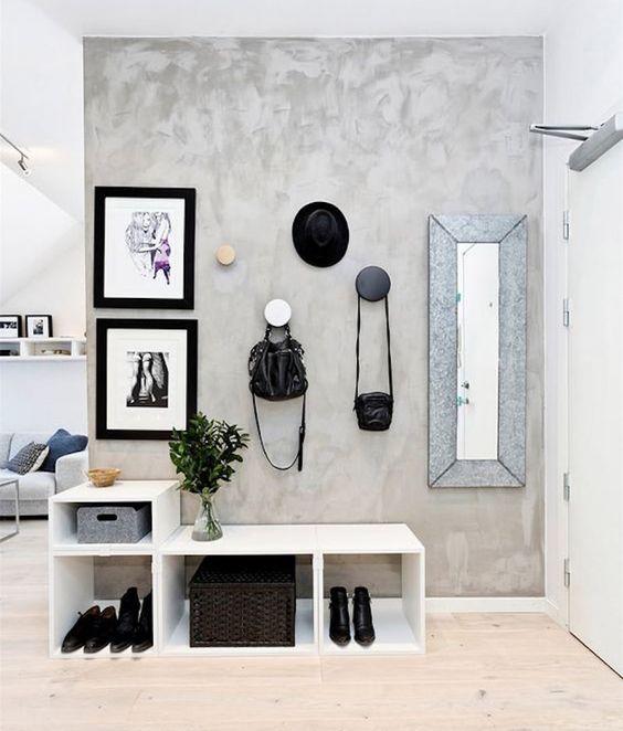 parede de concreto queimado com puxadores modernos