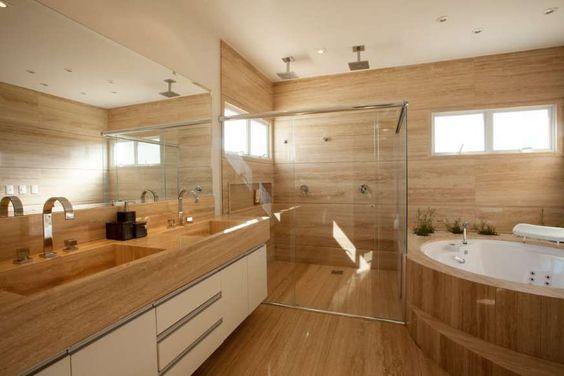 banheiro com revestimento neutro e branco