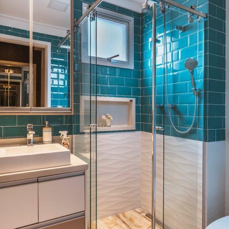 Decoração moderna com azulejo de tijolinho azul.