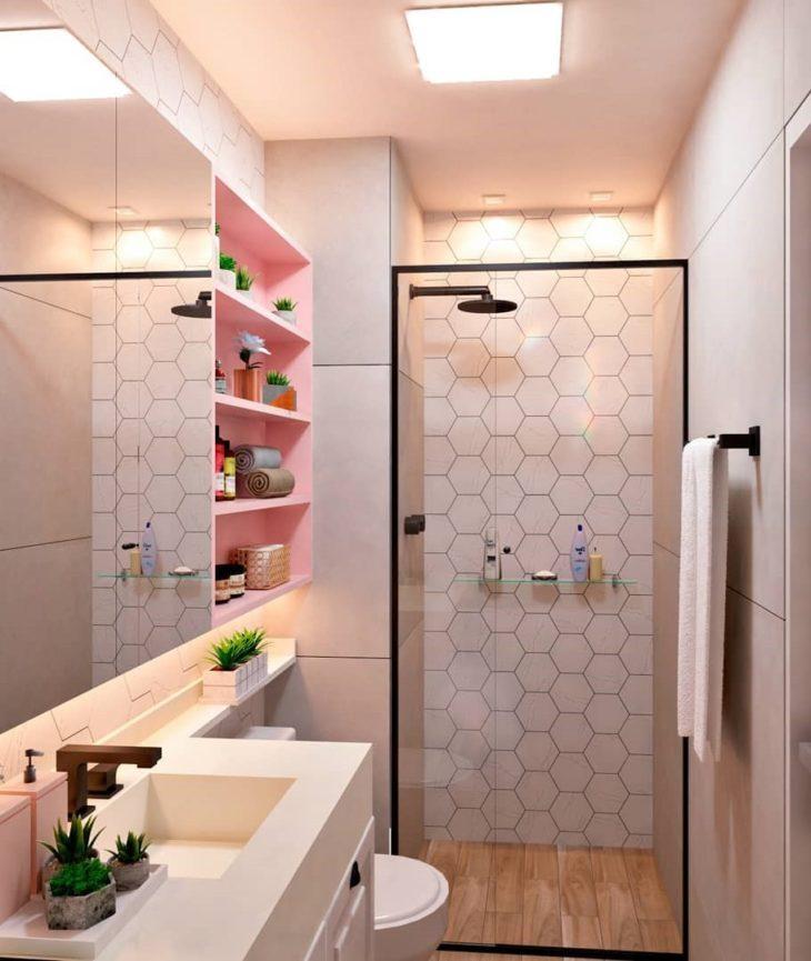 Decoração tumblr com azulejo geométrico e prateleira rosa.
