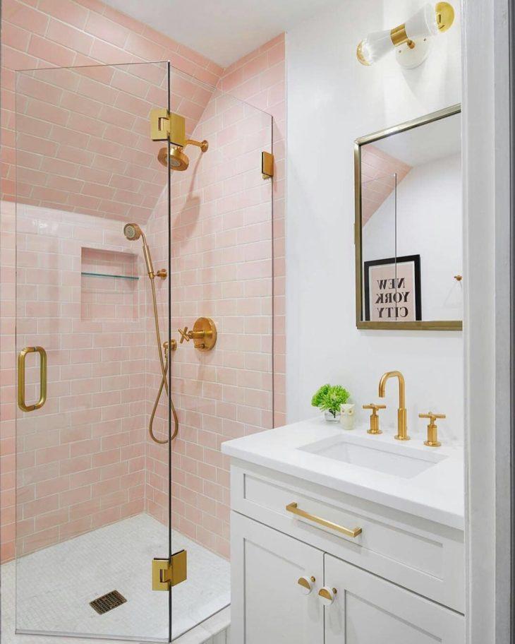 Decoração tumblr com azulejo de tijolinho rosa.