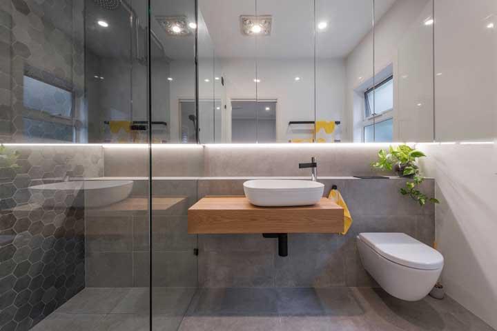 Modelos de banheiro com espelho iluminado com fita de led.