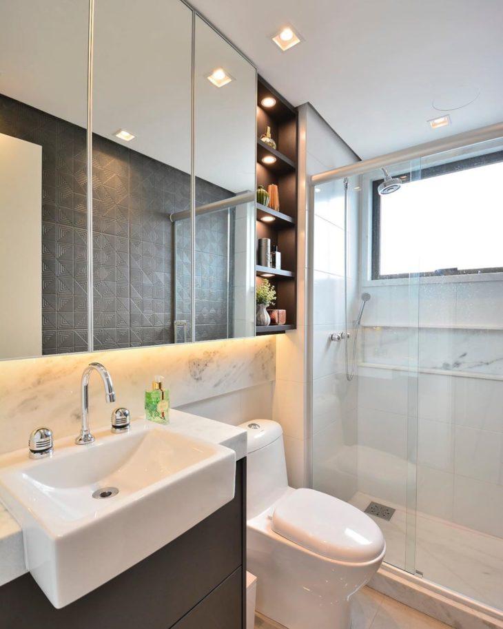 Modelos de banheiro simples com armário preto e mármore.
