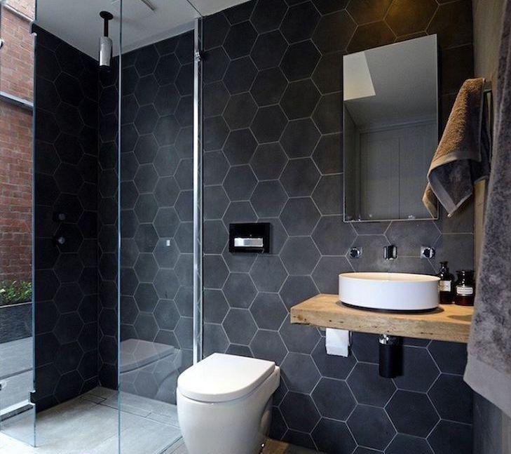 Modelos de banheiro moderno com azulejo geométrico preto.