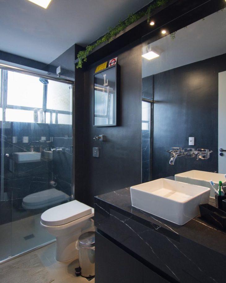 Modelos de banheiro moderno com decoração preta.