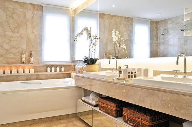 Modelos de banheiro luxuoso com banheira e pia dupla.