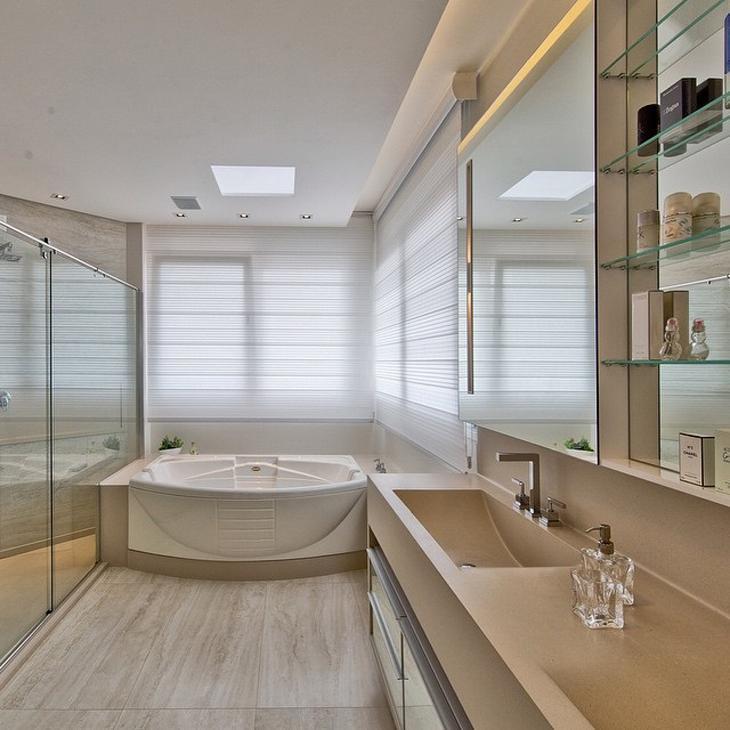 Modelos de banheiro luxuoso com banheira.