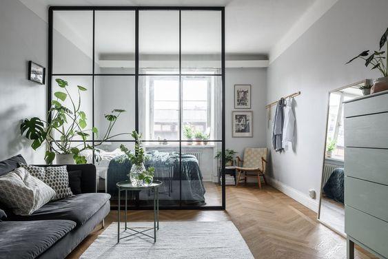 Ambientes decorados em branco e cinza.