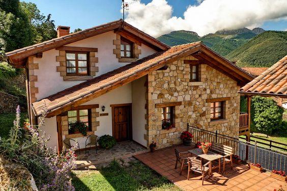 Casa de campo com revestimento de pedra.