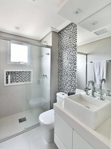 Banheiro com sanca fechada.