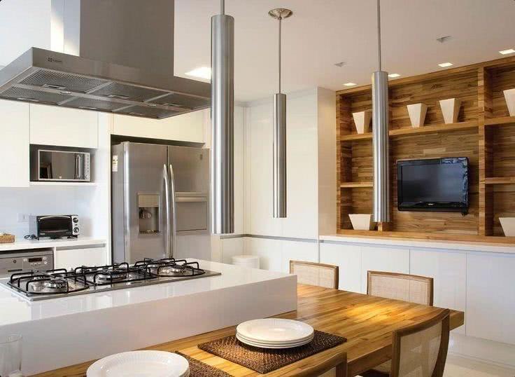 cozinha americana com painel de tv