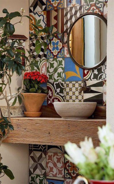 Lavabo com azulejo português.