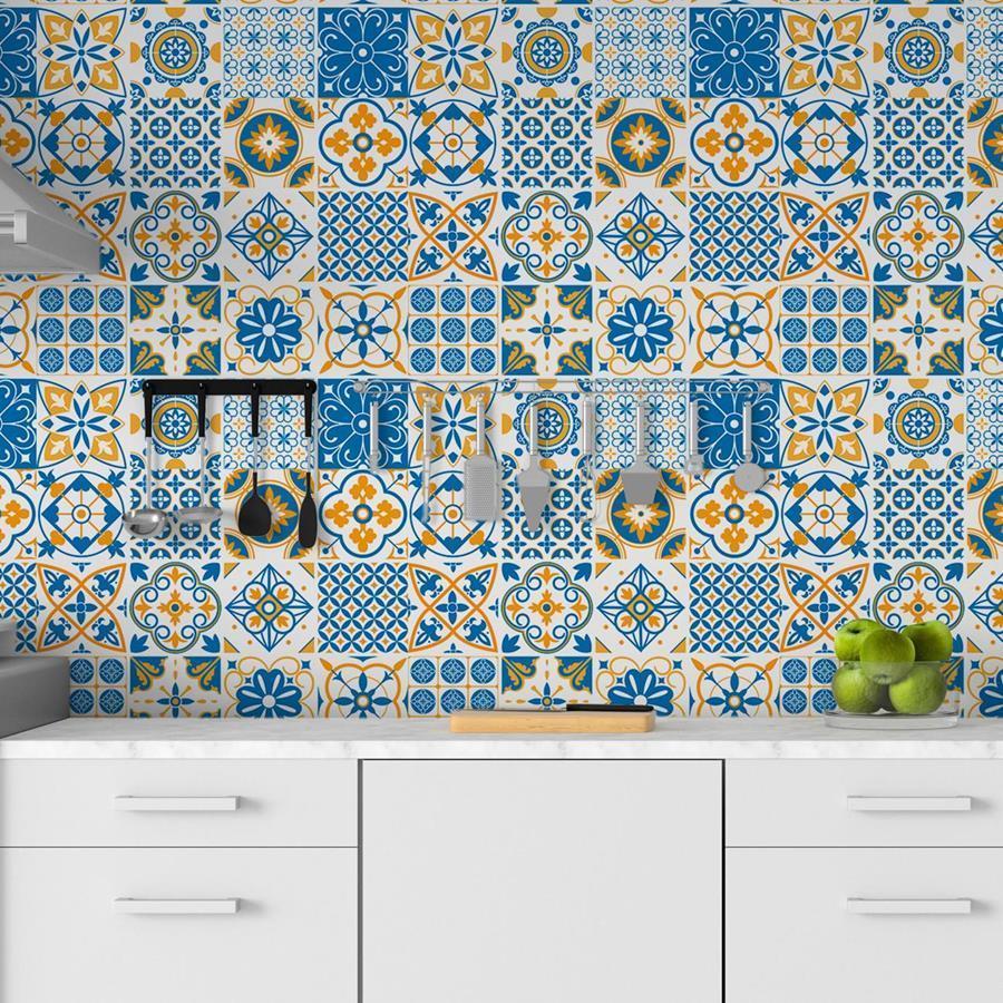 Estampa de azulejo português transforma a cozinha.
