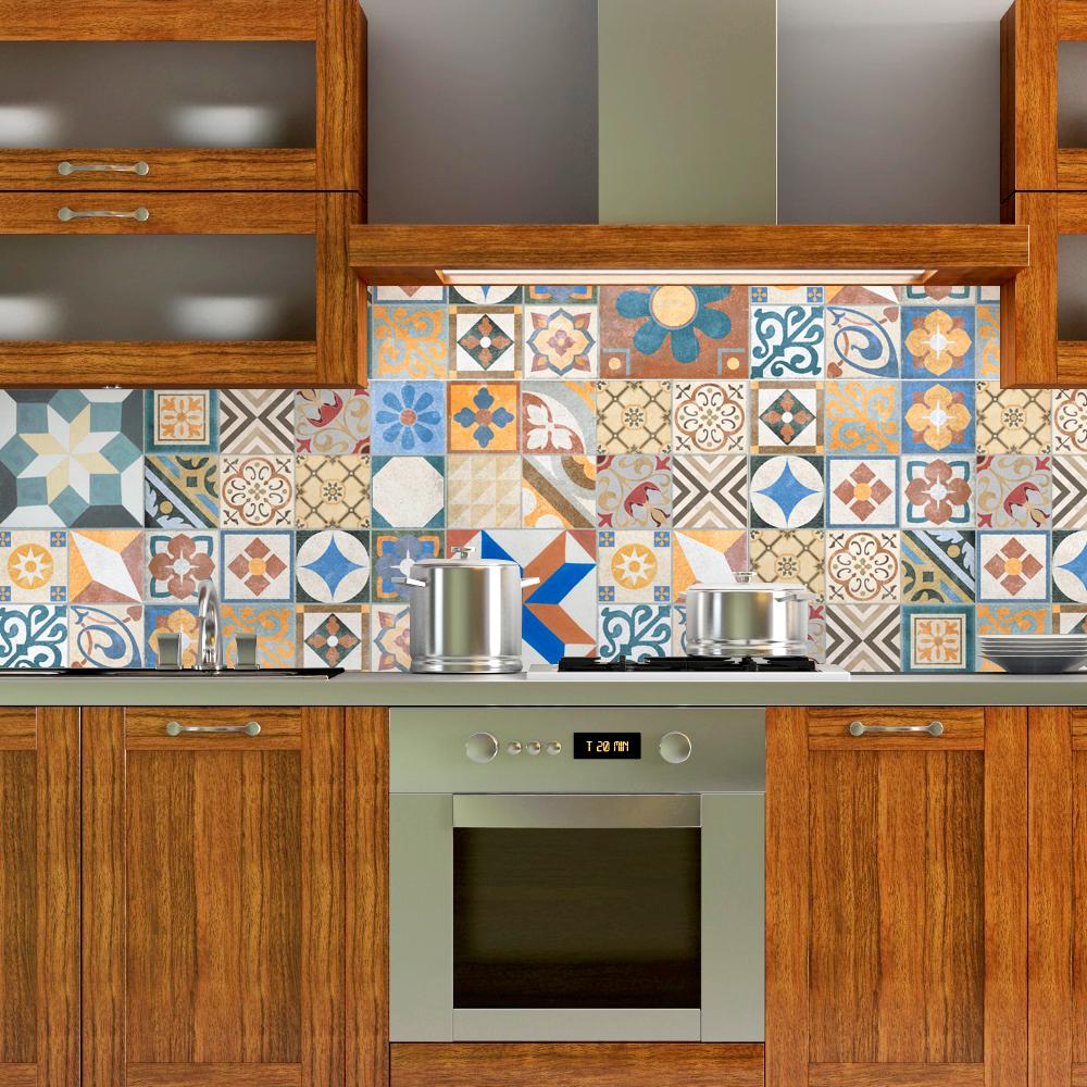 Cozinha com adesivo de azulejo português.