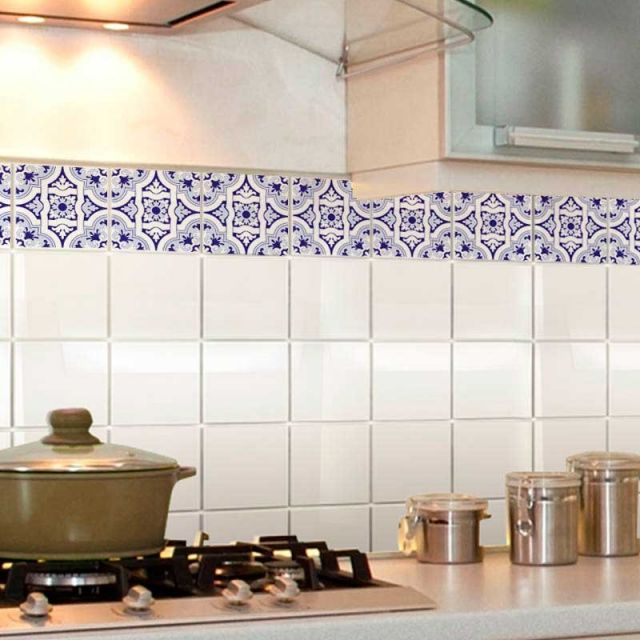 Faixa de adesivo renova a cozinha.
