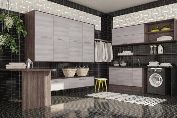 Decoração moderna com azulejo preto e revestimento tridimensional.