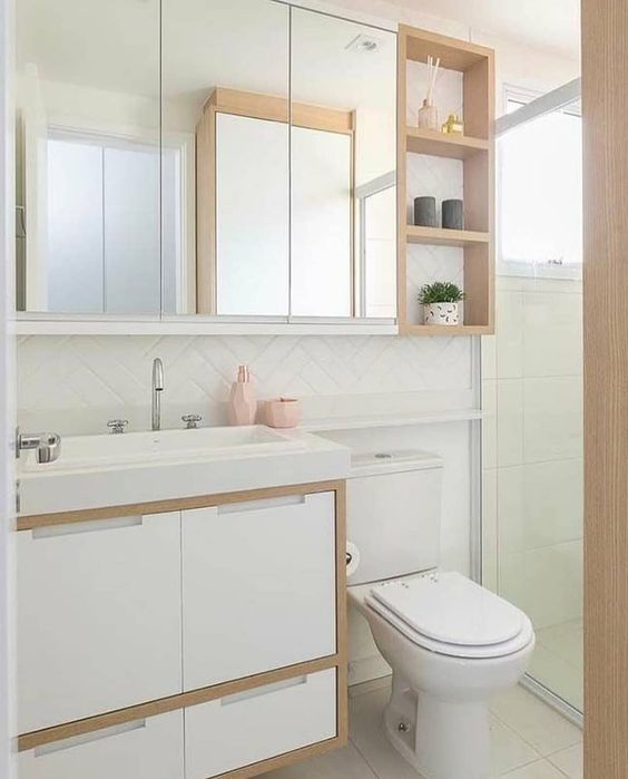 Decoração clean com azulejo de tijolinho branco e armário com madeira.