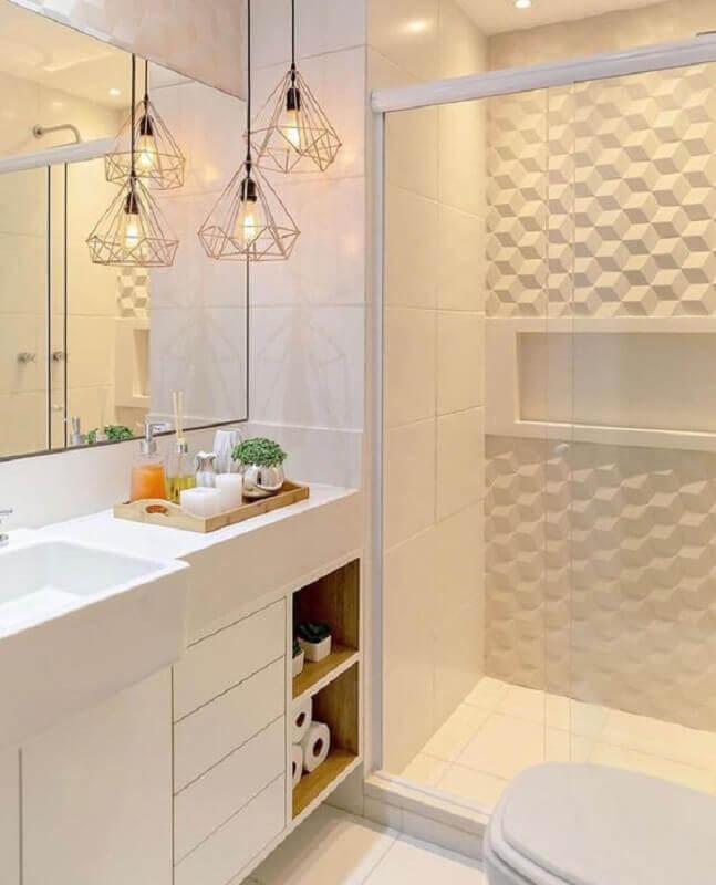 Decoração moderna e branca com pendente suspenso e azulejo tridimensional.
