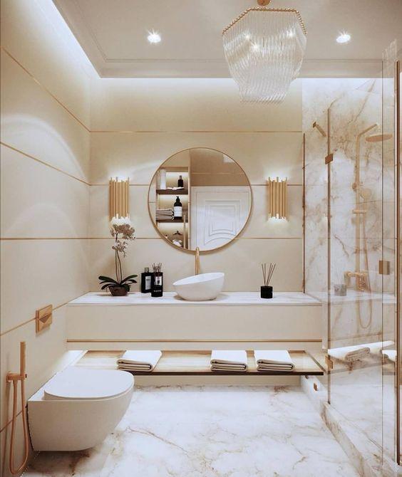 Decoração luxuosa com vaso sanitário suspenso e piso de porcelanato.