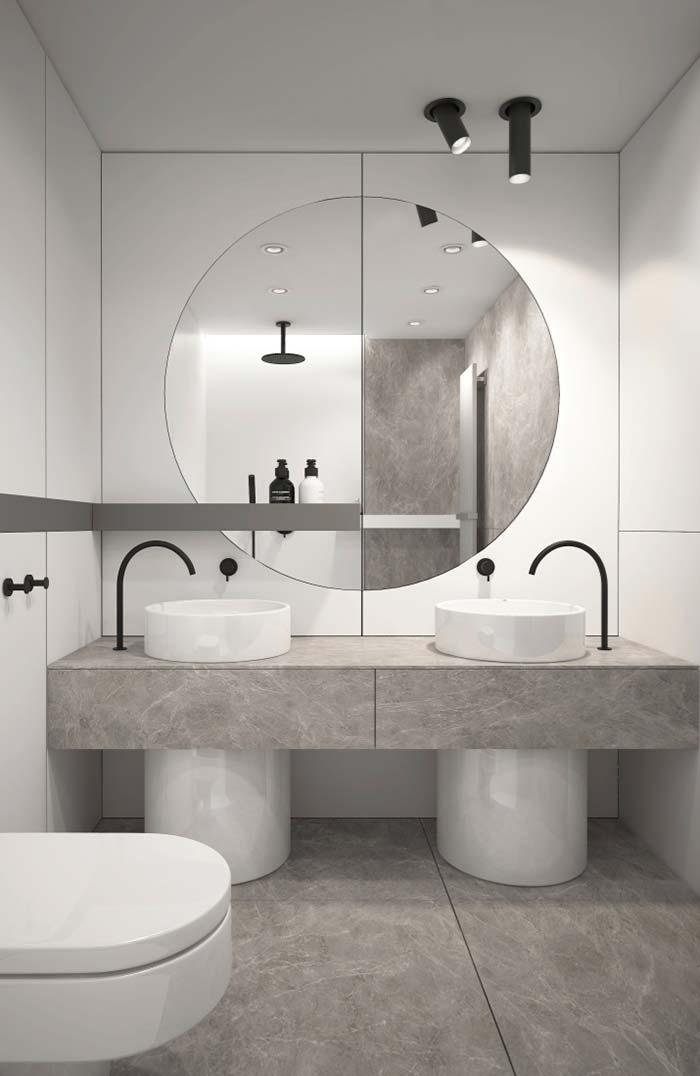 Banheiro branco e cinza moderno com bancada dupla.