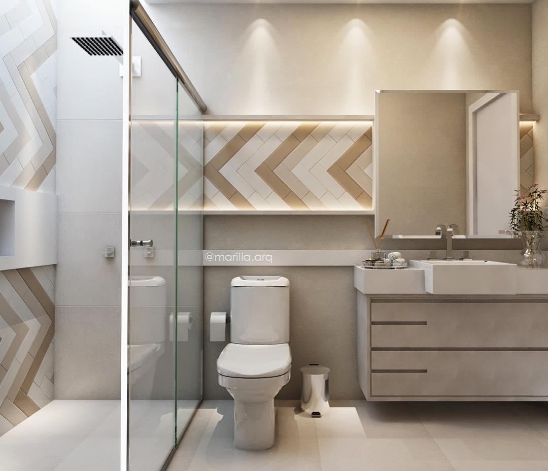 Banheiro branco pequeno com azulejo bege.