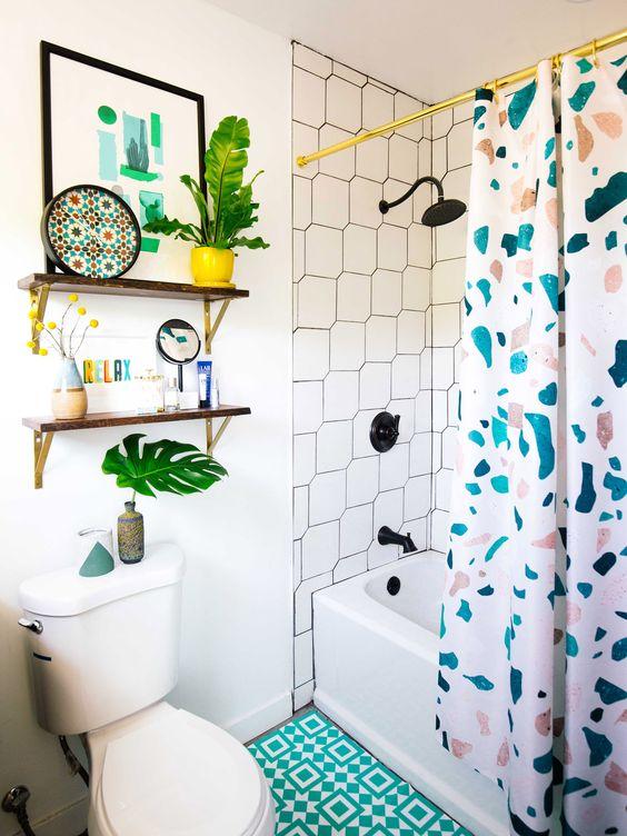 box para banheiro com crotina colorida