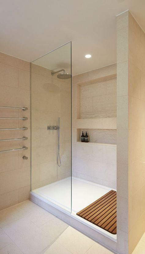 banheiro com box meia parede de vidro