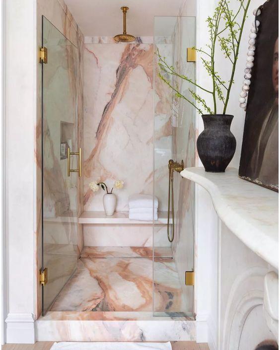 banheiro com box de mármore